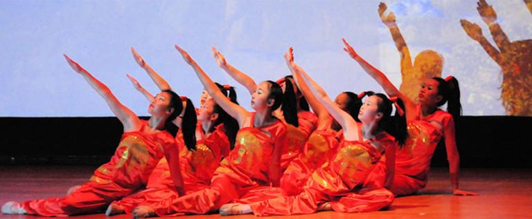 2014希林灯节演出精彩视频——女子舞蹈《如火的青春》