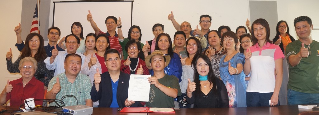 2014-11-10 星巴与华人社区各界代表签署生态保护倡议书