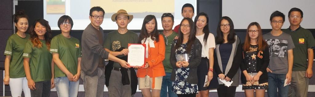 2014-11-10 星巴与南加州学界代表签署倡议书