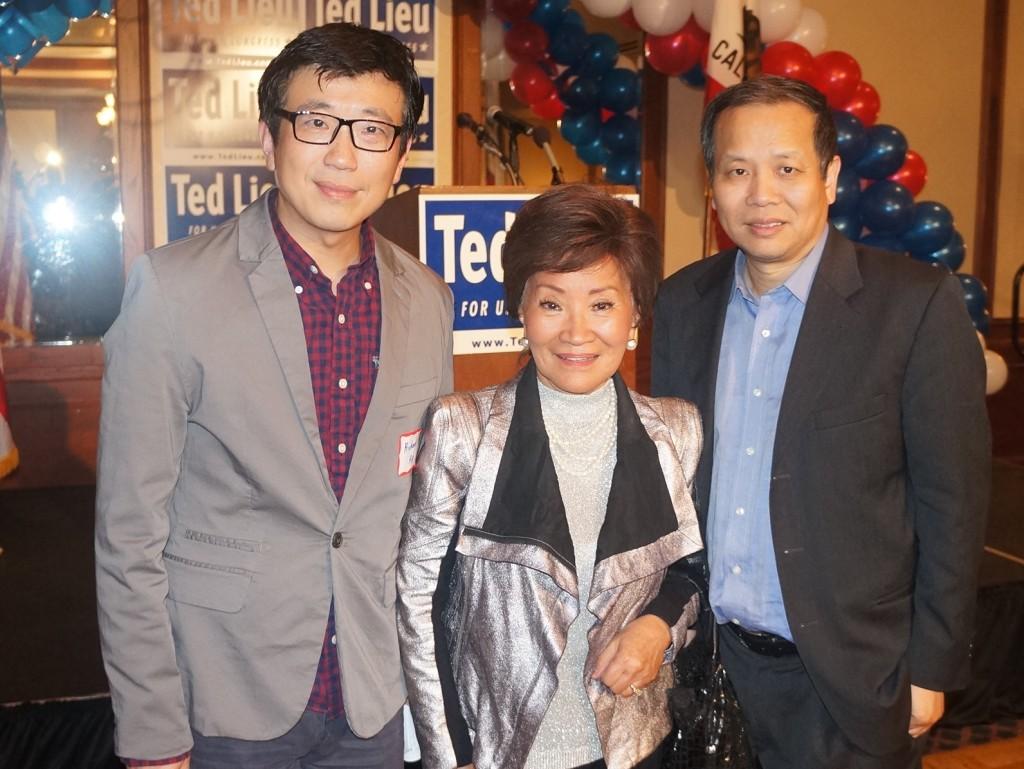 2014-11-4 刘云平选举之夜 任向东 陈李婉若 薛海培 在现场合影