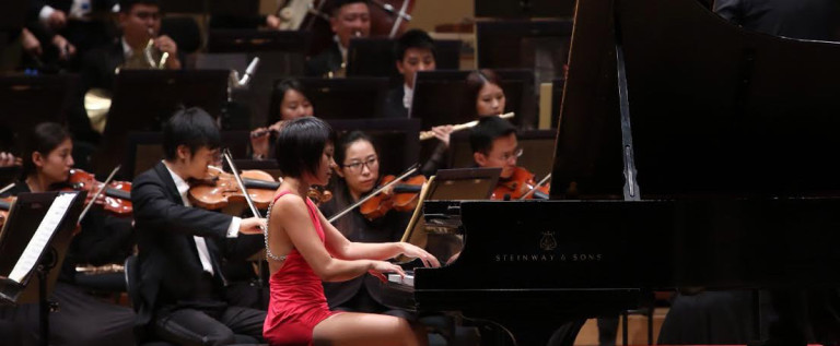 王羽佳在中国国家大剧院管弦乐团北美巡演芝加哥交响中心演出