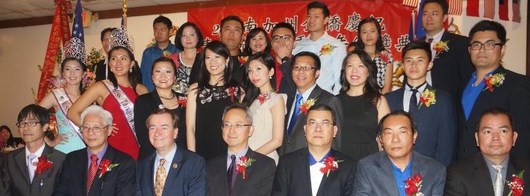 2015-3-27 南加州华裔优秀青年得奖者与颁奖嘉宾合影