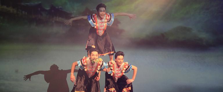 彝族舞蹈巜小伙,四弦,马缨花》