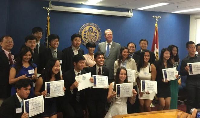 美国圣地亚哥市颁发首届最佳亚太裔学生市长奖