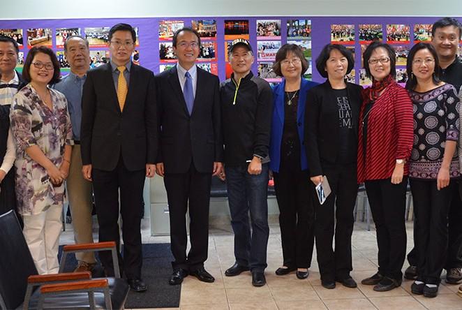 总领事洪磊访问希林亚裔协会