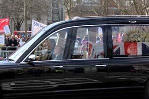 撒切尔夫人葬礼仪式突出马岛战争元素