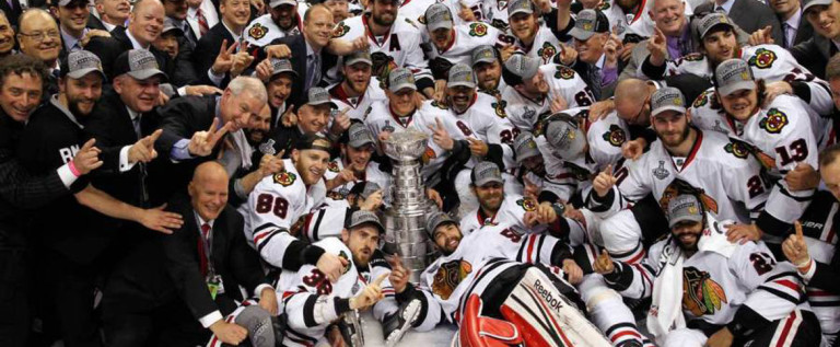 NHL决赛芝加哥黑鹰逆转夺冠捧史坦利杯
