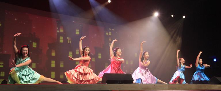 歌舞表演《America》