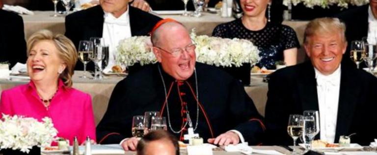 """希拉里特朗普晚宴面对面 比拼""""笑里藏刀"""""""